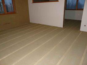 nichttragender Lehmestrich mit Fußbodenheizung