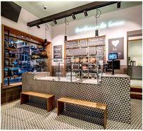 Moderne Ladengestaltung mit Zementplatten